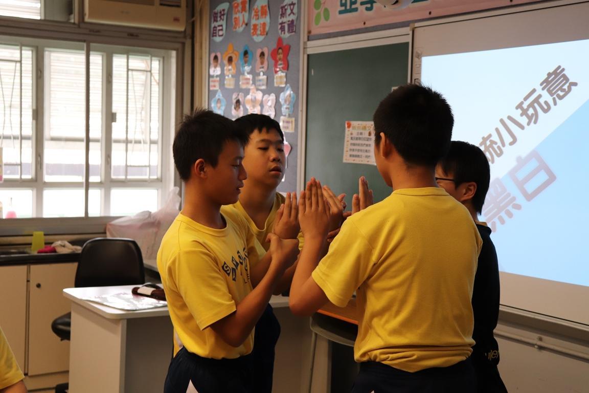 https://www.sls.edu.hk/sites/default/files/2018-19_chuan_tong_xiao_wan_yi_-_hei_bai_.jpg