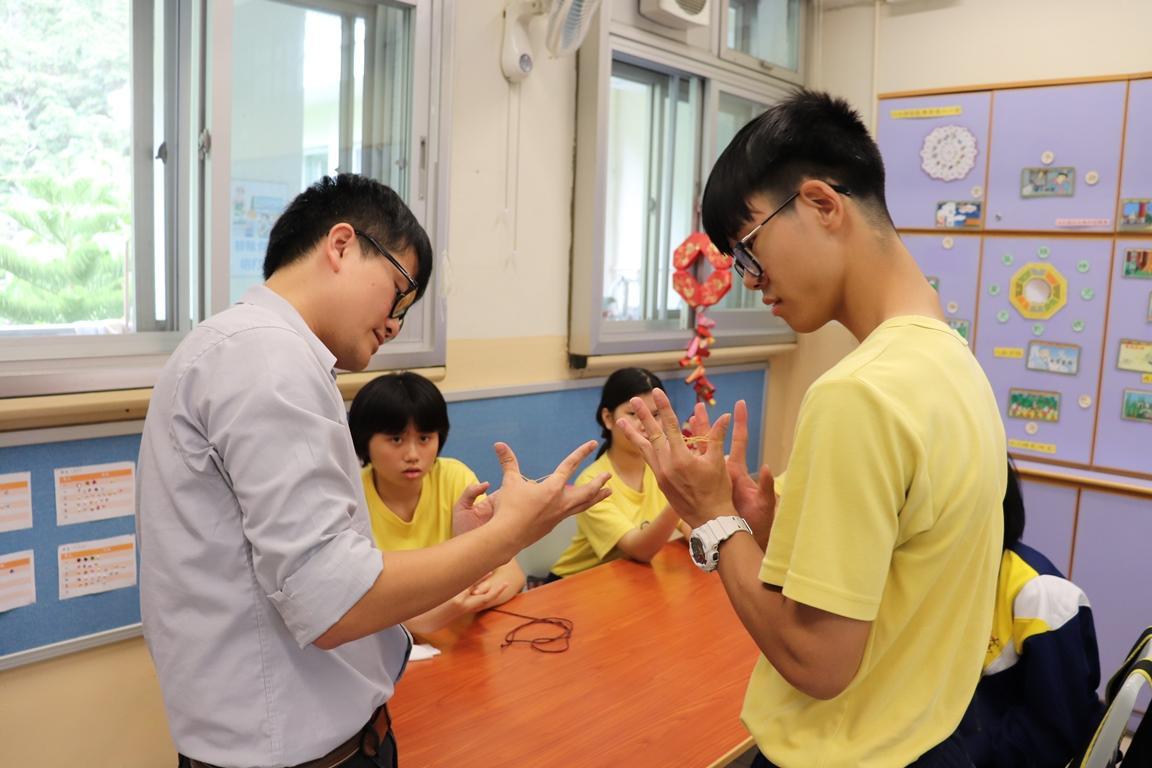 https://www.sls.edu.hk/sites/default/files/2018-19_chuan_tong_xiao_wan_yi_-_xiang_pi_jin_.jpg
