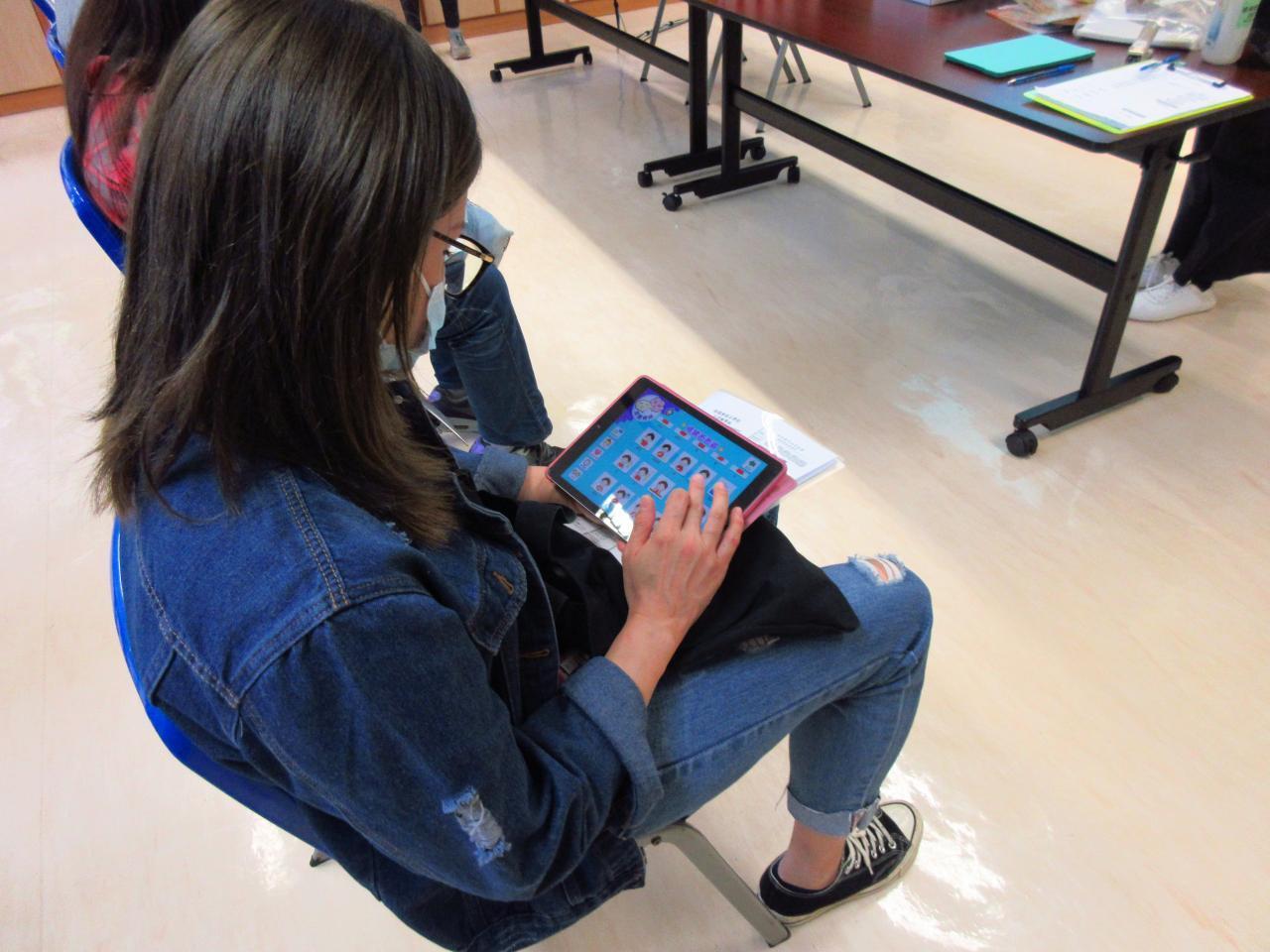 家長會:家長學習運用平板電腦練習社交故事流動程式